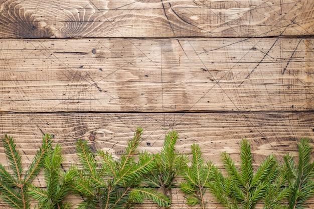 나무 보드에 크리스마스 트리
