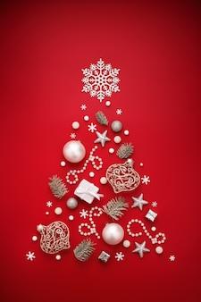Символ рождественской елки из белых новогодних украшений на красном фоне.