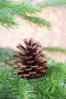 Рождественская елка фон боке. рождественские фоны поздравительных открыток.