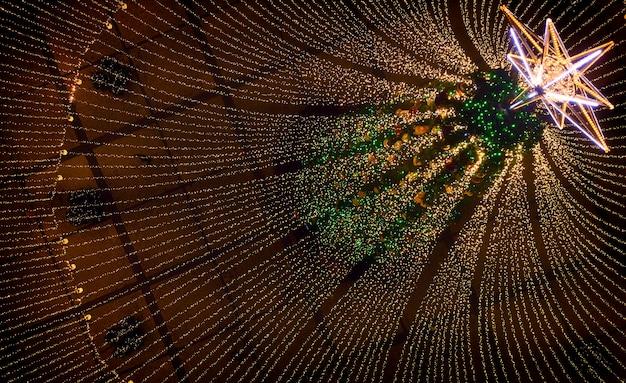クリスマスツリー。 sofiyivska広場にあるウクライナのメインクリスマスツリー。ドローンからの眺め