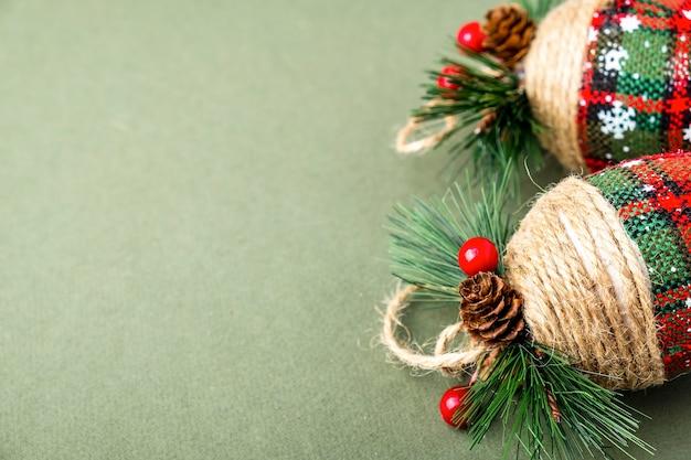 クリスマスツリーのおもちゃのバンプ。テキストスペース