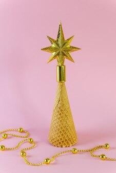 Елка со звездой из вафельного рожка.