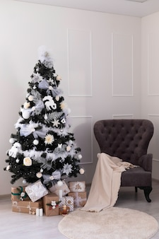 Christmas tree with gift boxes. new year's decorations. new year's interior.