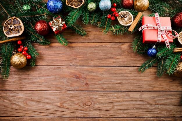 クリスマスツリー、プレゼントボックス、装飾ボール