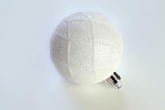 白のクリスマス白いボール