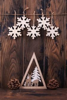 クリスマスの木とグリーティングカードの装飾 Premium写真