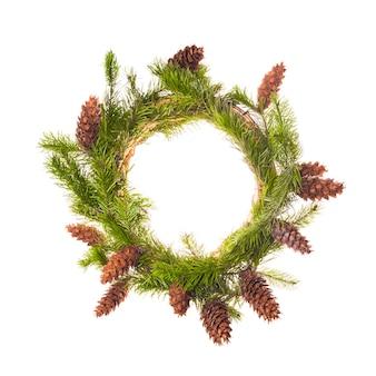 コーンとトウヒの枝からのクリスマスリース