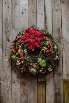 Christmas wreath with apples and cinnamon