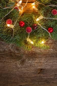 Рождественский венок с огнями