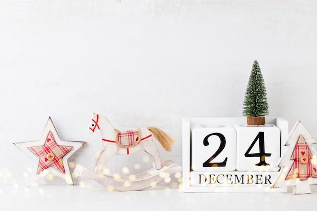 クリスマス。クリスマスカレンダー、灰色で12月24日。