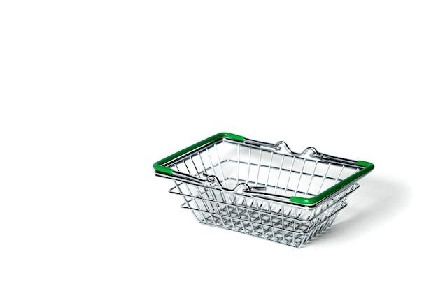 白い表面で隔離のクロムメッキワイヤー金属正方形空の買い物かご