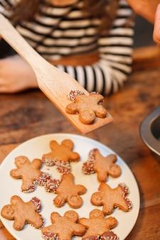 Вкусные свежие печеные chrsitmas печенье в домашних условиях