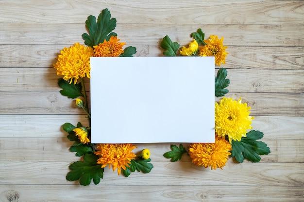 Осенний букет хризантем копия пространства белая бумага цветные красочные