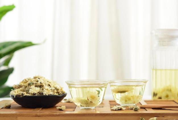 Chrysanthemum tea with herbal medicine