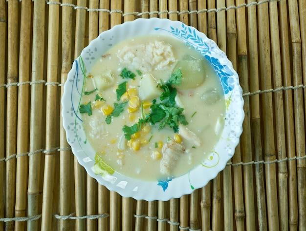 Chupeandino-南米のアンデスではさまざまなシチューやスープが用意されています