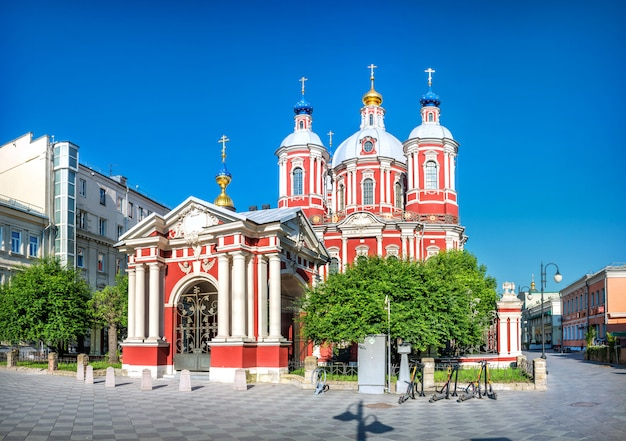 The church of clement pama of rome in moscow.view from pyatnitskaya street on a summer morning under a blue sky