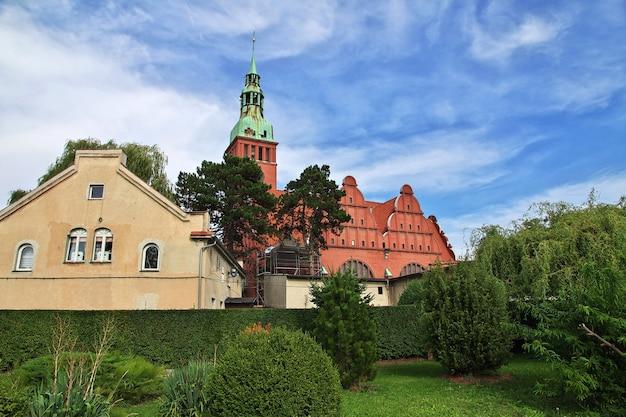 ポーランドの小さな村の教会