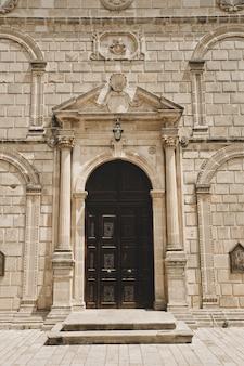 자킨 토스, 그리스 교회