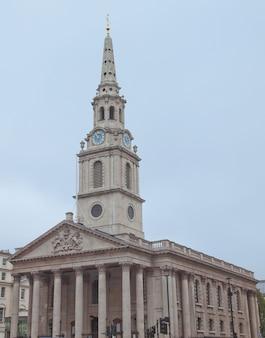 영국 런던 트라팔가 광장 들판에 있는 세인트 마틴 교회