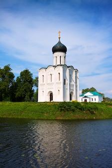 ネール川の中世の教会