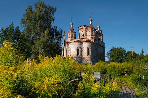 Церковь живоначальной троицы в селе иссад россия