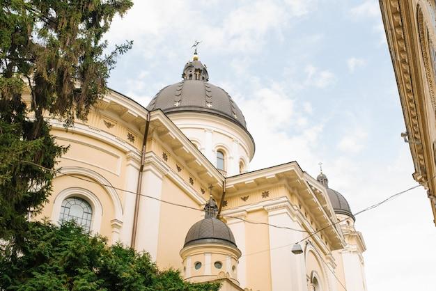 리에 브, 우크라이나에서 변형의 교회