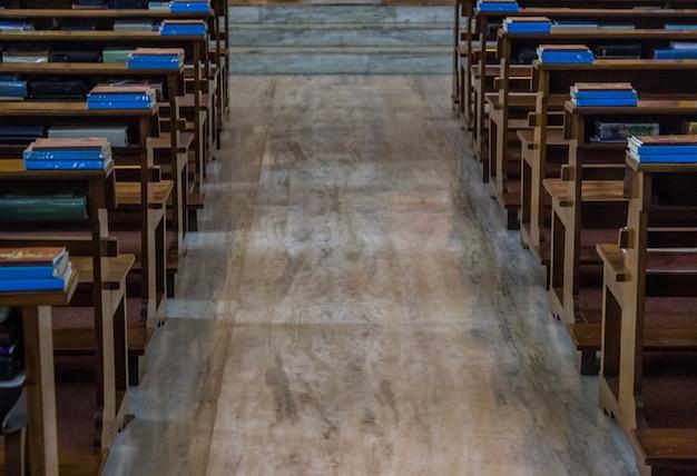 Церковные скамьи