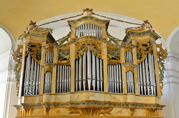 Церковный трубный орган