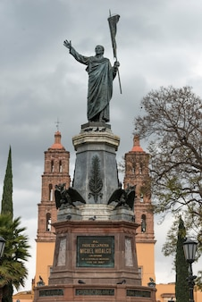 Church and the statue of hidalgo, centro, dolores hidalgo, guanajuato, mexico