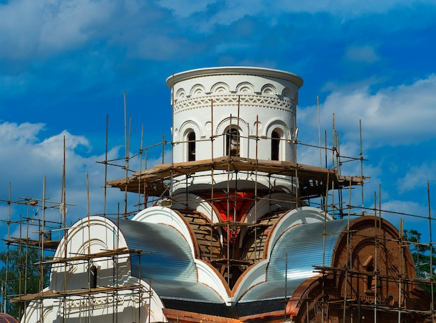Church without golden dome under construction