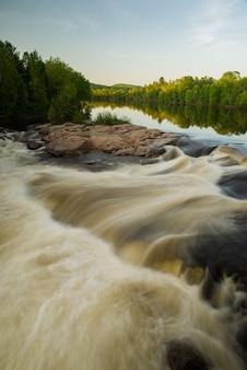 Chutes aux bleuetsブルーベリー滝、ケベック州