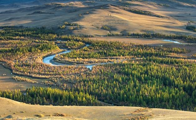 Река чуя и курайская степь, сибирь. республика алтай. россия