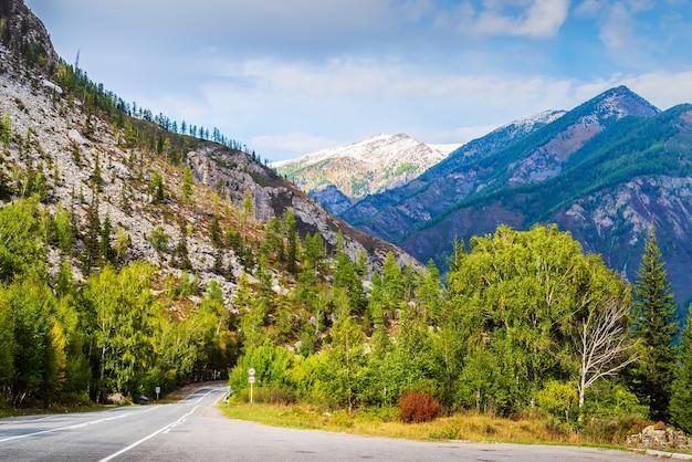 Чуйский тракт, осень в горах алтая, россия