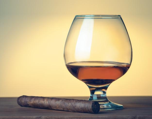 Сигара, виски