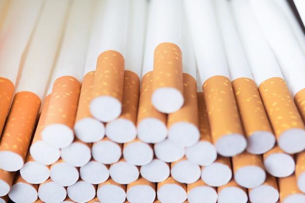 タバコフィルター。ヒープ上の多くのタバコ