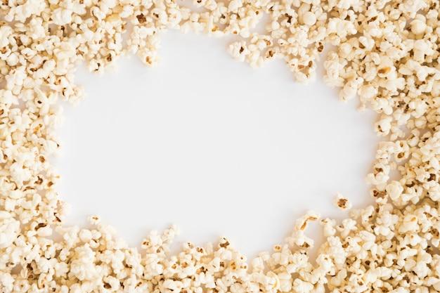 Concetto di cinema con sfondo di popcorn