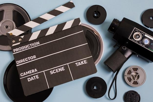 テーブルの上の映画機器