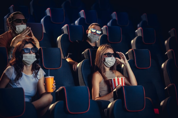 검역 중 영화관 영화관 코로나 바이러스 전염병 안전 규칙 사회