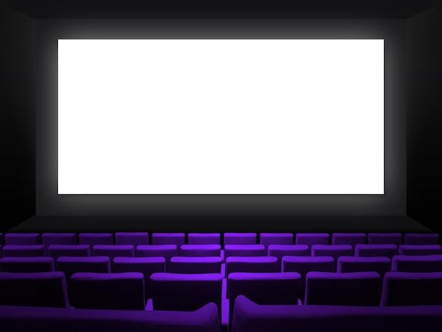 Кинотеатр кинотеатр с фиолетовыми бархатными сиденьями и пустым белым экраном. скопируйте космический фон