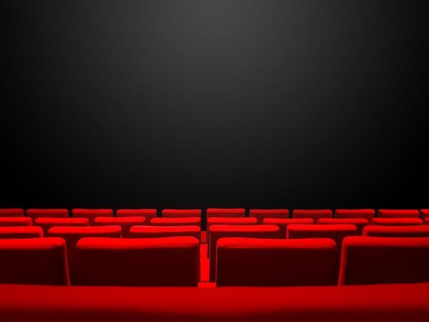 빨간색 좌석 행과 검은 색 복사 공간 배경 시네마 영화관