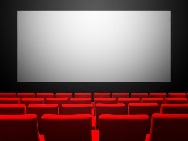 빨간 벨벳 좌석과 빈 흰색 화면이있는 시네마 영화관