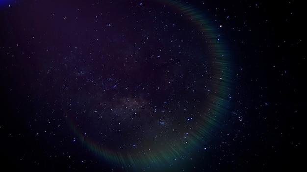 Кинематографический фон с облачностью и звездами в галактике и световым эффектом. роскошный и элегантный стиль 3d иллюстрации темы кино