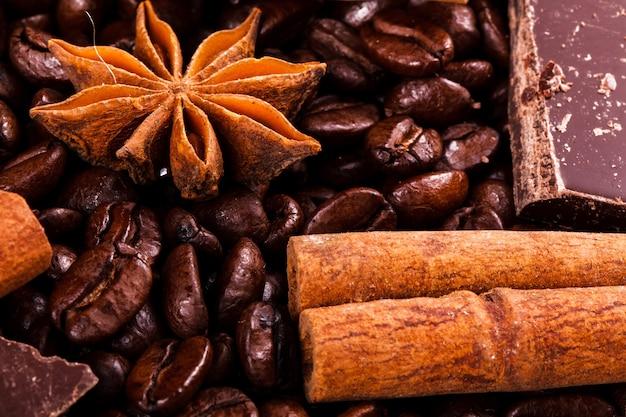 Cannella e altre specie si trovano sui chicchi di caffè