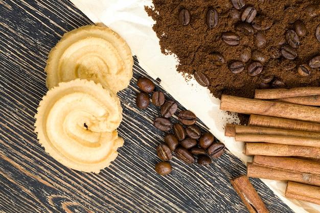 Cinnamon sticks, cookies and coffee beans