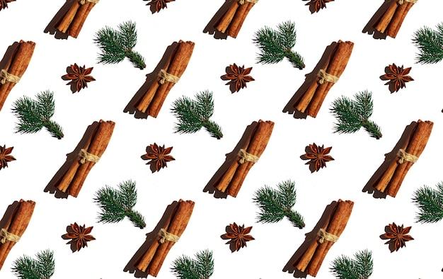 흰색 배경 크리스마스 패턴에 계피 스틱 가문비나무 가지와 스타 아니스