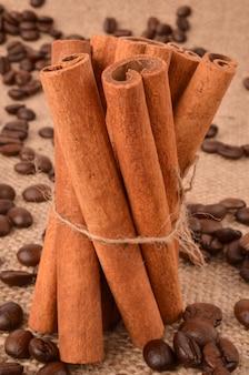 黄麻布にコーヒー豆とシナモン