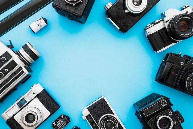 Cerchia di macchine fotografiche e film