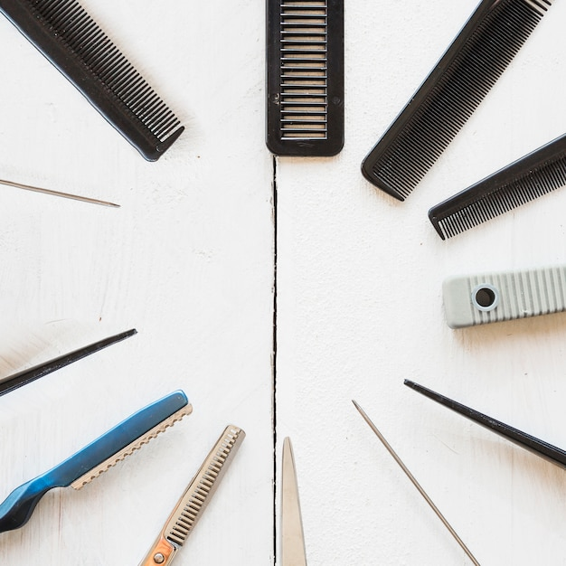 Circle from combs and scissors