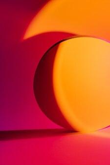 製品を表示するために色のスタイリッシュな明るい背景に円を描きます。