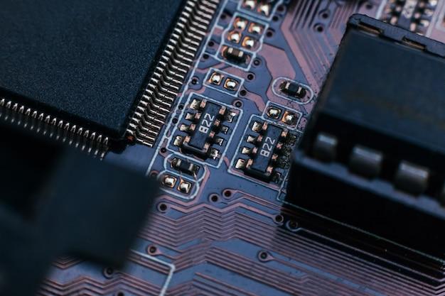 회로 기판 수리. 전자 하드웨어 현대 기술입니다. 마더보드 디지털 개인용 컴퓨터 칩. 기술 과학 배경입니다. 통합 통신 프로세서. 정보 공학 구성 요소